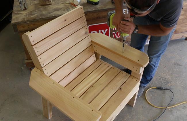 assembling-cedar-patio-chair-armrests