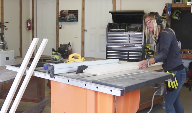 Using a table saw to cut Melamine